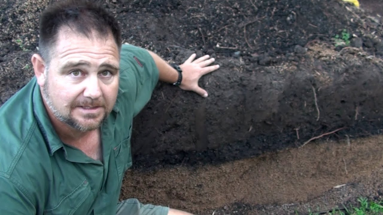 How much drainage fill soil to use when making a raised garden