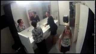 Прикол в женском туалете