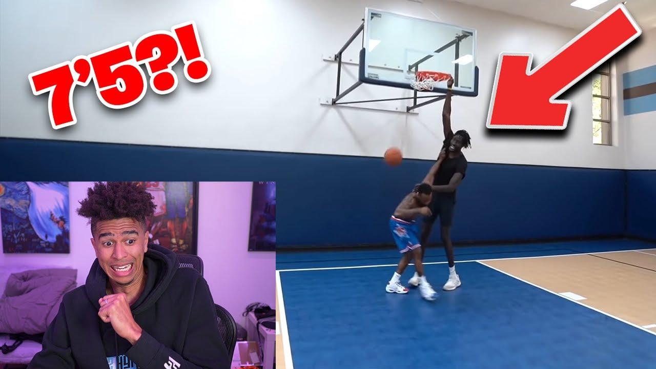 THIS DUDE IS HUGE! Cash 1v1 Basketball Against 7'5 GIANT Hooper Hooper Reaction!