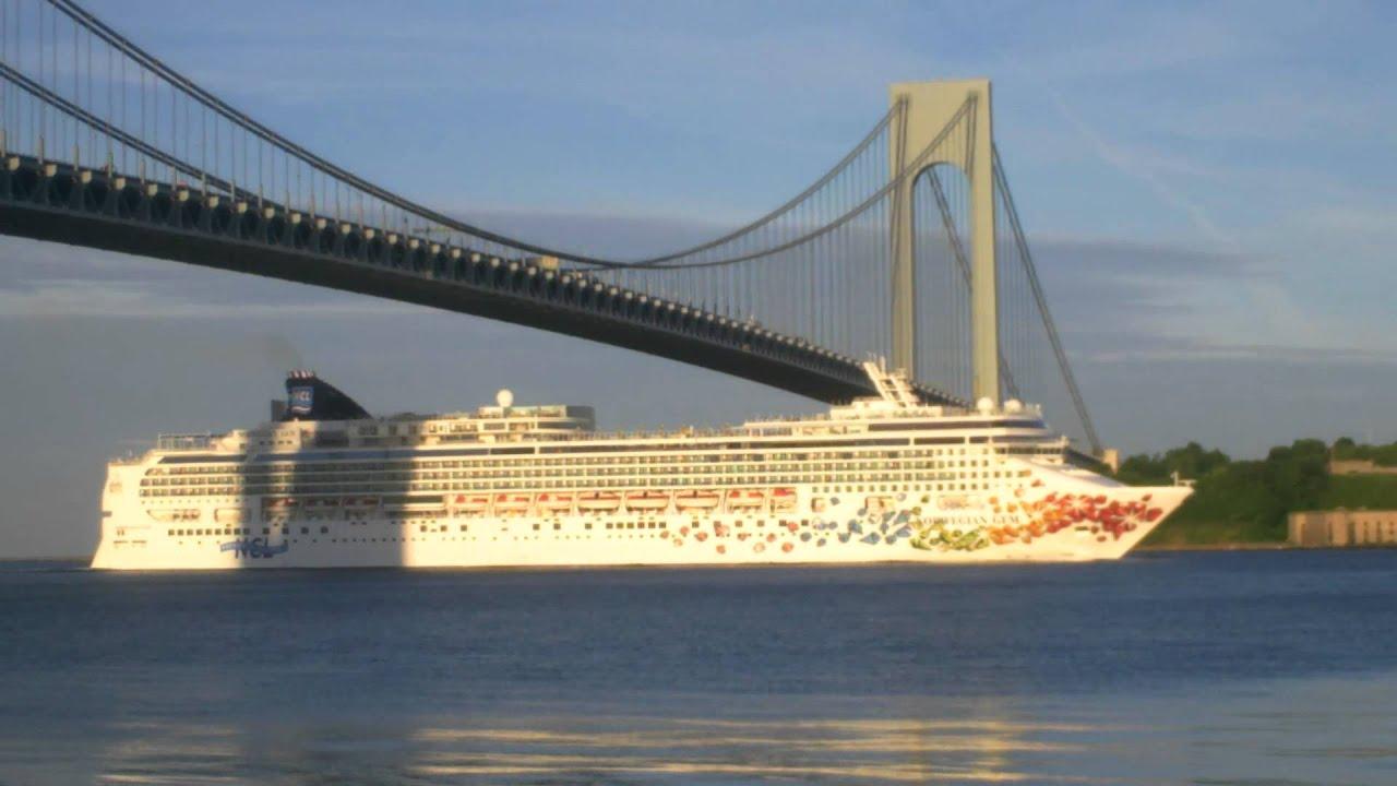 Cruise Ship NORWEGIAN GEM Inbound Under Verrazano Narrows Bridge - Norwegian gem cruise ship
