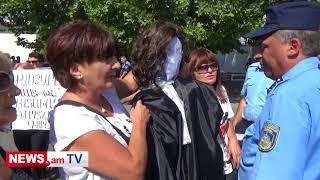 Սեֆիլյանի կողմնակիցները դատավորի տեսքով տիկնիկով են գնացել դատարան