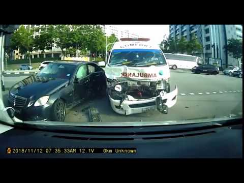 12nov2018  accident btw black merc & comfort ambulance @ woodland ave 5 Mp3
