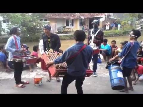 Download Lagu PENGAMEN CALUNG IDER JATISEENG KIDUL - CILEDUG CIREBON