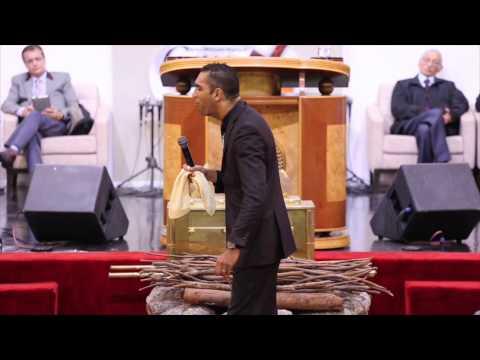 Missionário Andre Silva - ( II Reis 02 : 13 )