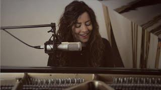 Out of Hiding (Yo Soy Tu Hogar) - Majo Solís - Bethel Music Cover