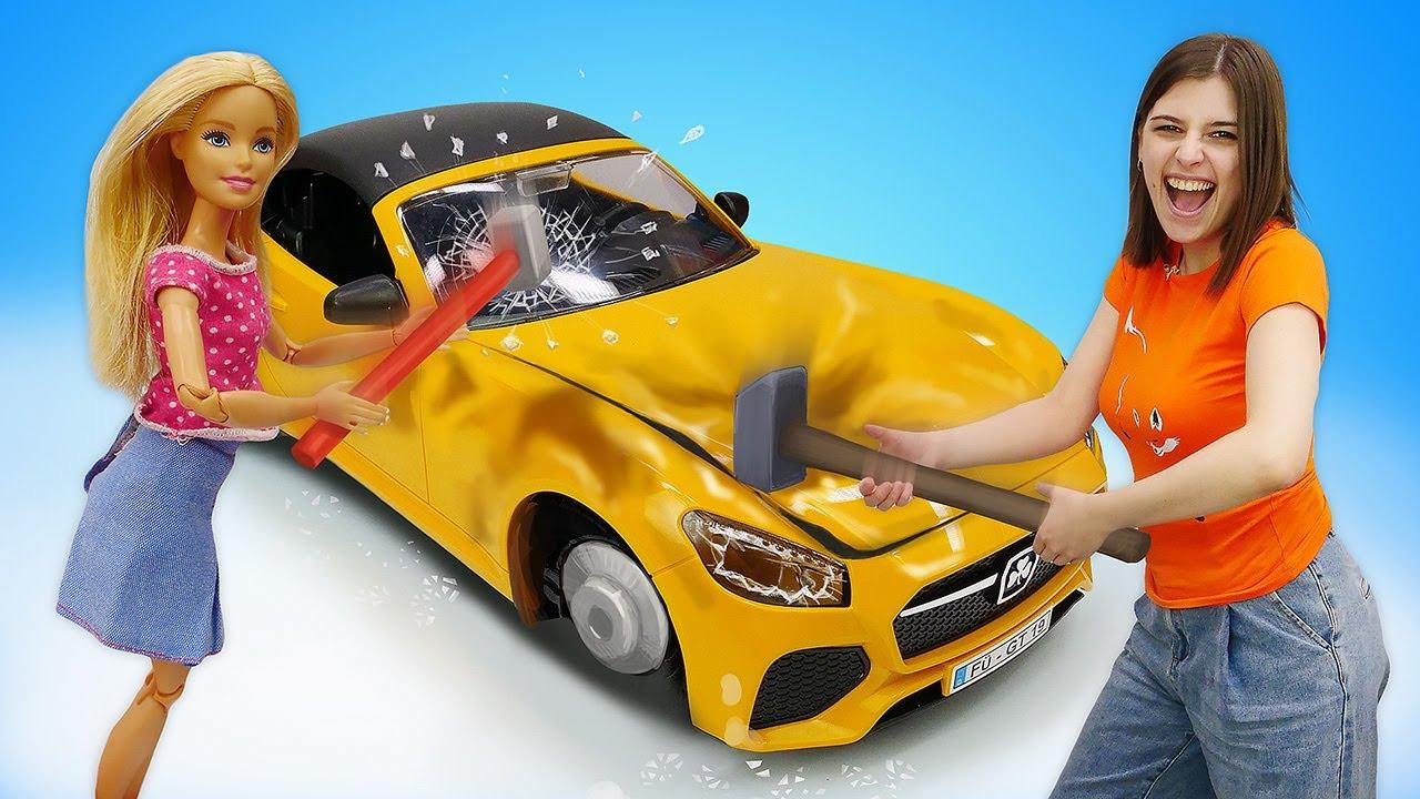 Барби обиделась на Кена и испортила новую машину - Приключения Барби в видео для девочек