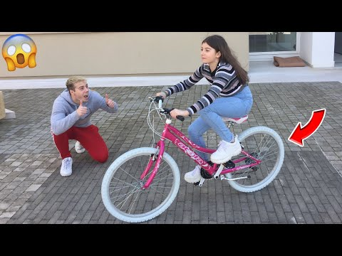 INSEGNO A ELENA AD ANDARE IN BICICLETTA!!! *senza rotelle*