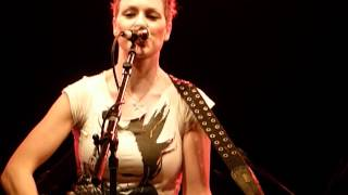 Sharron Levy - This is how to jodel :-) / Drowning Zugabe live in Berlin 14.05.2012