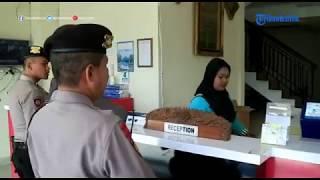 Download Video Polisi Ciduk Empat Pasangan Mesum dan Anak Bawah Umur Ngamar di Hotel MP3 3GP MP4