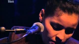 Souad Massi - Raoui (live on Jools Holland 2001)   ???? ???? - ????