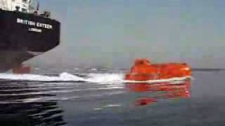 Freefall lifeboat launch