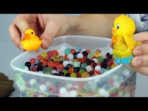 Поиграйка с Егором - Утёнок и Цыпленок играют в Яйца Киндер сюрприз и шарики Орбиз