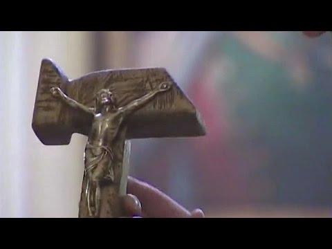 Críticas a Morales por regalo al papa