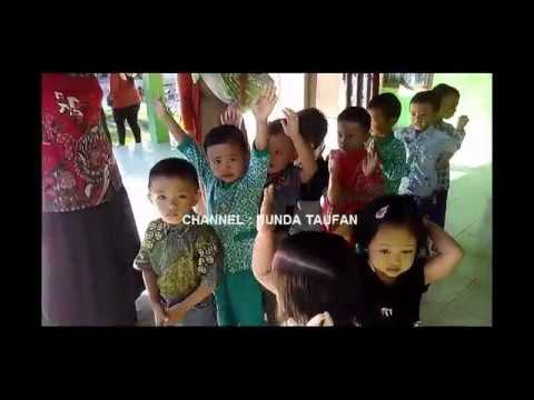 Kegiatan Berbaris Sebelum Masuk Kelas dengan Menyanyikan Yel yel Anak PAUD