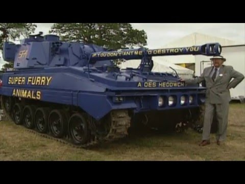 Super Furry Animals - Tanks and the welsh language