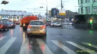 Wypadki aut osobowych i ciężarowych drastyczne