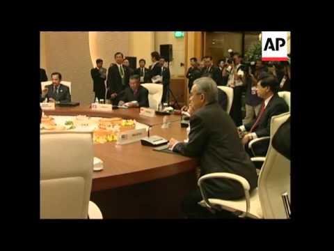 WRAP Plenary meeting of leaders at ASEAN summit, Fukuda arrives
