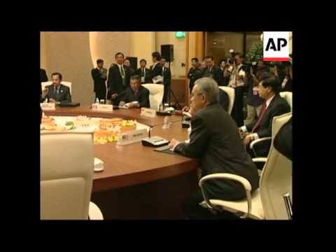 WRAP Plenary meeting of leaders at ASEAN summit, Fukuda arrives