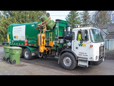Autocar ACX - Labrie Automizer Garbage Truck