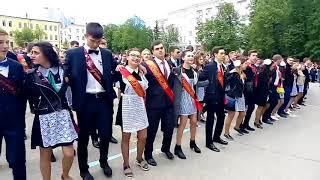 """Выпускники уфимских школ спели песню """"Туган як"""" Васили Факттаховой"""