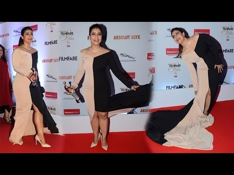 Hot Kajol's oops moment at the Filmfare Glamour and Style awards 2016 thumbnail