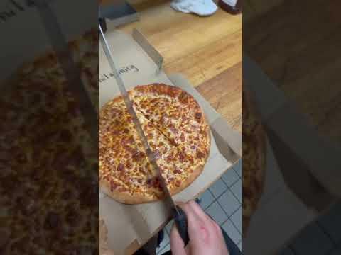 PIZZERIA-has-MASTER-TRICK-to-STEAL-pizza-@lonelypepperoni-tiktok-shorts