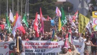 """La """"contracumbre"""" del G7 marcha de Hendaia a Irun"""