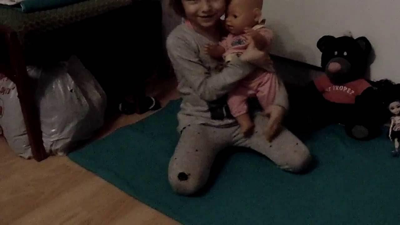 Видео девушки писяют в рот мальчику фото 359-350