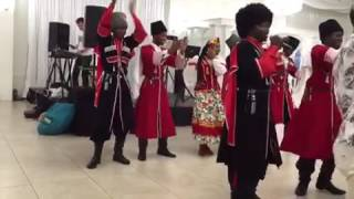 Афроамериканцы поют по Армянский(Афроамериканцы поют по Армянский, ара вай вай, ес кез шат шат сирум ем., 2016-09-25T12:29:41.000Z)