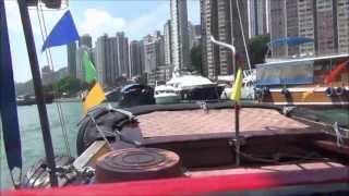 Taking a Sampan Boat Tour around Aberdeen in the South China Sea - Hong Kong, China (舢舨 - 香港仔 - 香港)