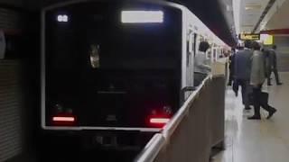 西唐津行き快速列車(305系)・赤坂駅に到着