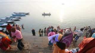 Varanasi, India : Hindu Devotees Bathe in the Sacred Ganges River