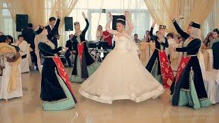 Первый танец Армянская свадьба Гриша и Астхик(Армянский первый танце в исполнение великолепных Гриши и Астхик!!! Для заказа видеосъемки пишите на info@naumfilm...., 2015-01-28T01:17:27.000Z)