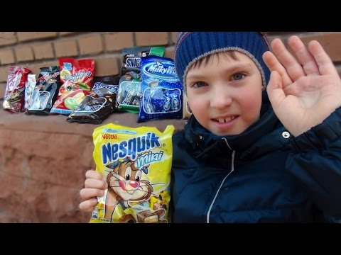 Many SWEETS and CANDIES fly into the window!!! Много сладост
