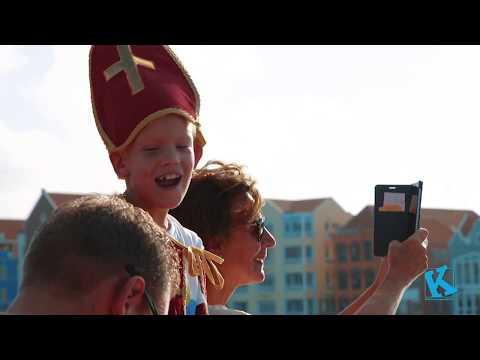 Sint & Piet arrive in Curacao