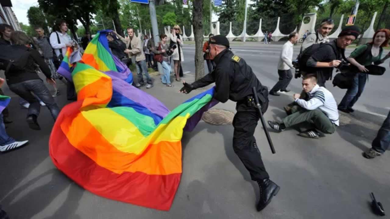 Почему так не любят геев