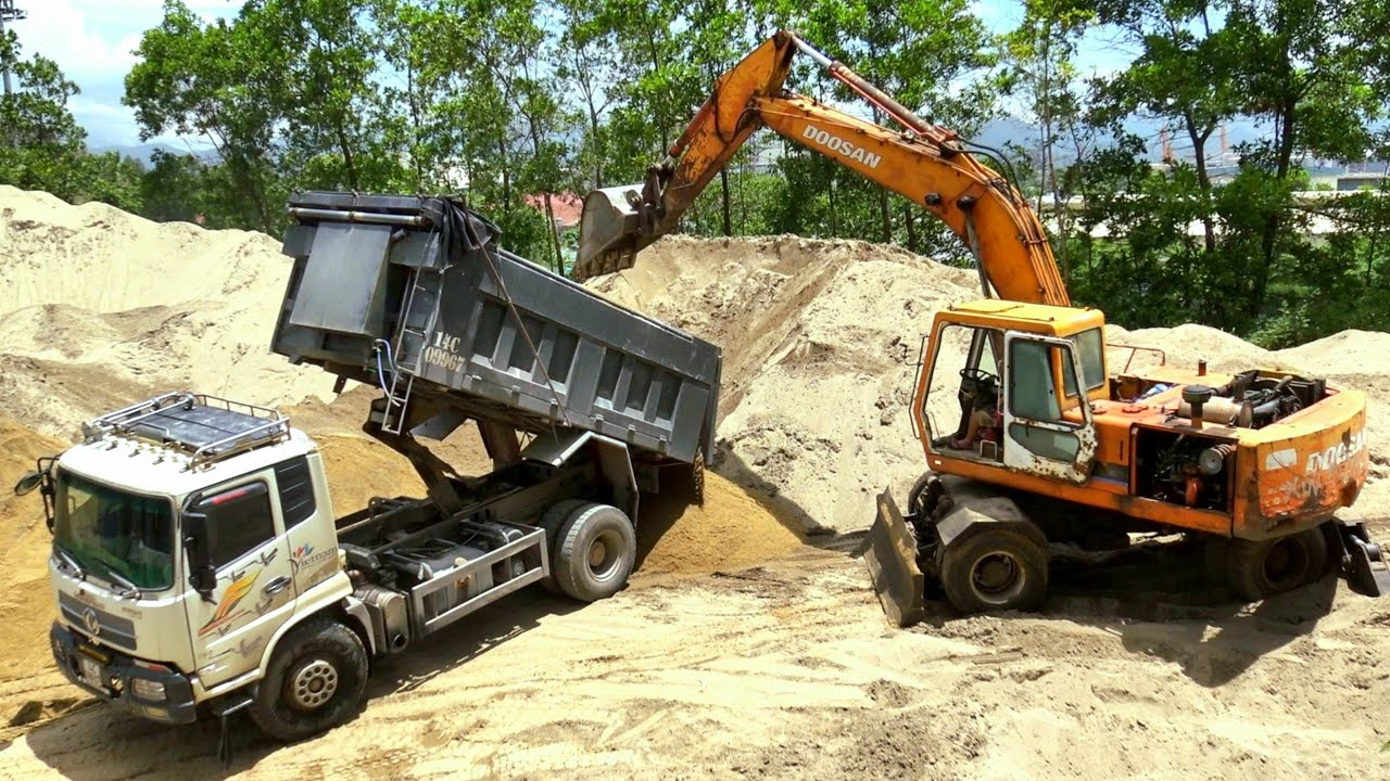Máy Xúc Doosan 210w Làm Việc, Xe Ô Tô Tải Ben Chở Và Đổ Cát | Excavator Dump Truck | TienTube TV