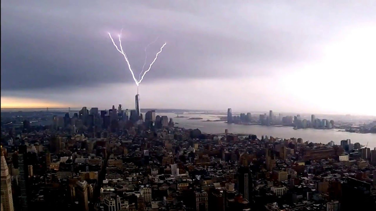 Lightning Striking The One World Trade Center Nyc Youtube