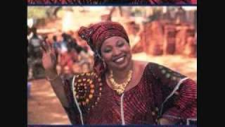 Tata Bambo Kouyate - Diadie Diawara (Divas of Mali: Great Vocal Performances From A Fabled Land)