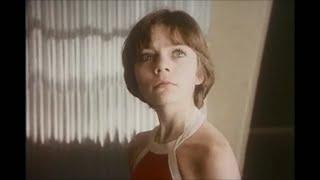 Download Прекрасное далеко - песня из фильма Гостья из будущего. Mp3 and Videos