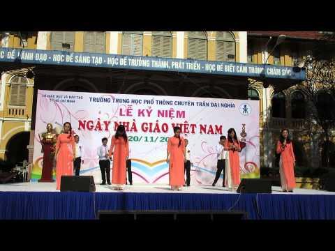 Trường THPT Chuyên Trần Đại Nghĩa - Tiết mục hát múa của học sinh và giáo viên - 20/11/2014