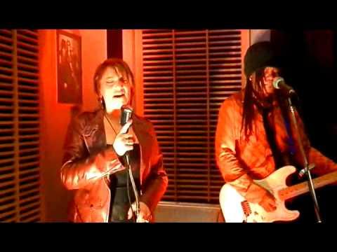 Kat & Chelsea au Guest Live Studio - Planet Live.mp4