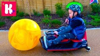 Шары с водой ЧЕЛЛЕНДЖ давим машиной Мальчики против Девочек Skittles Crush water balloons Challenge