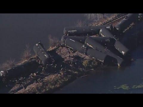 Wisconsin US senator tours train derailment site in Alma