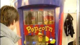 Попкорн автомат ( стакан )(http://www.avtopopcorn.com.ua/ Новый попкорн автомат! Видео с вытавки. Идея продавать попкорн через торговые автоматы..., 2012-03-18T19:46:28.000Z)