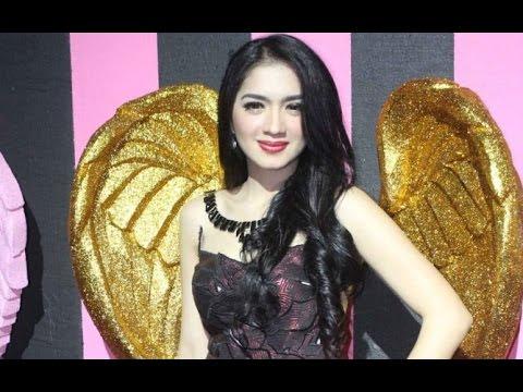 Kumpulan Foto Sexy Angel Karamoy : Aktris Cantik
