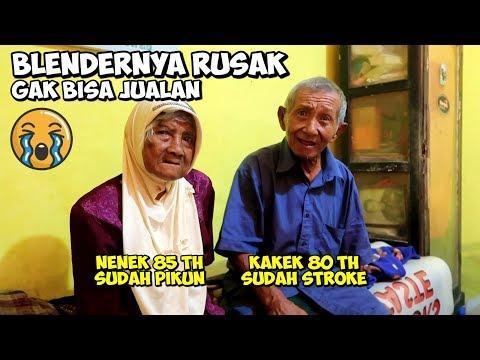 kakek-nenek-penjual-sari-kedelai-di-malang