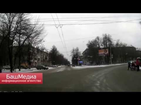 В Уфе водитель остановил поток автомобилей, чтобы перевести пенсионера через оживленный перекресток