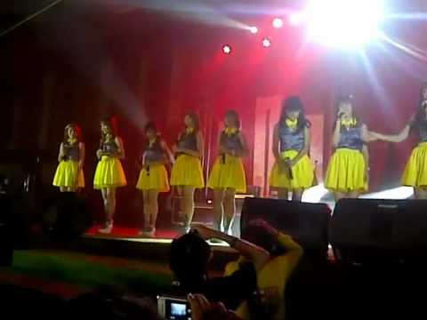 Cherrybelle covering PayPhone @Family Concert 4-11- in Medan