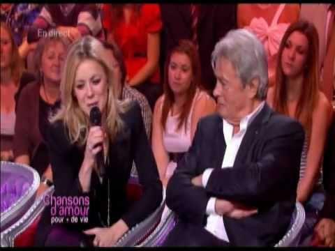 Véronic DiCaire chante face à Alain Delon